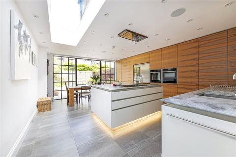 5 bedroom end of terrace house for sale - Bennerley Road, SW11