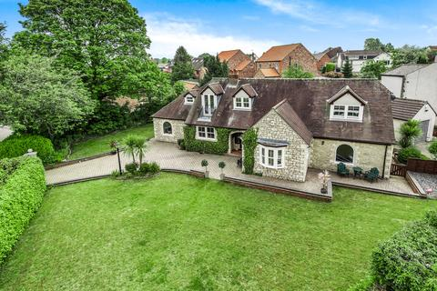 5 bedroom bungalow for sale - High Street, South Milford, Leeds, LS25 5AQ