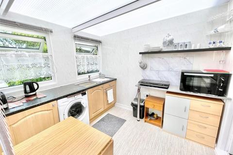 Studio to rent - Tudor Gardens, Burnham, Berkshire