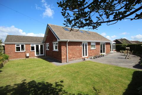 5 bedroom detached bungalow for sale - Flaxmere Drive, Great Boughton