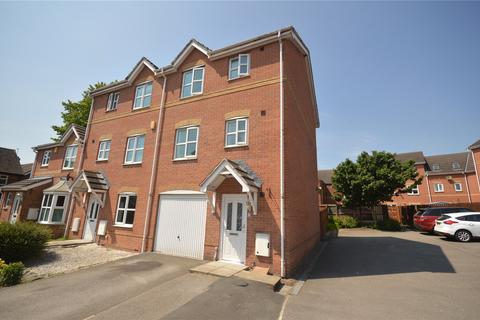 3 bedroom townhouse for sale - Springwood Close, Thorpe, Wakefield