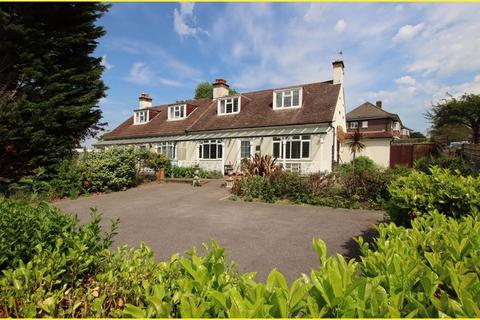4 bedroom semi-detached house for sale - Orchard Way, Shirley
