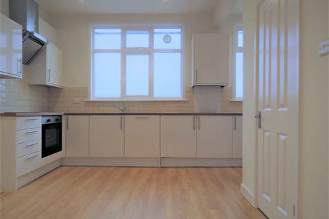 4 bedroom apartment to rent - Lodge Mansions Parade, Palmers Green, London N13