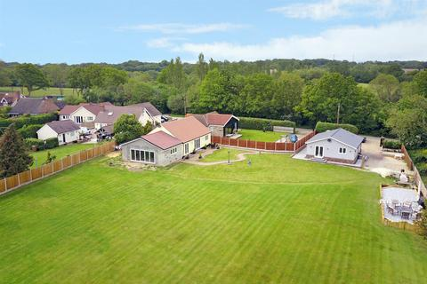 4 bedroom detached bungalow for sale - Lower Stock Road, West Hanningfield, Chelmsford
