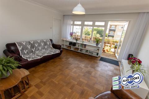 3 bedroom flat for sale - Allerton Court, Harrogate Road, Moortown