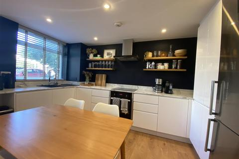 2 bedroom flat to rent - Sunny Bank, London