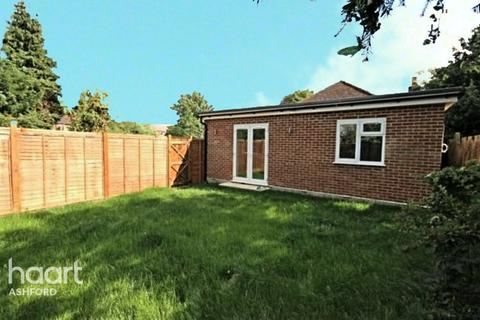 2 bedroom bungalow for sale - Staines Road West, Ashford