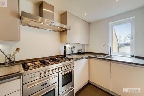 2 bedroom flat for sale - Holm Oak Close, London
