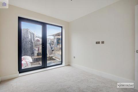 2 bedroom flat for sale - Cart Lane, London, Greater London. E4
