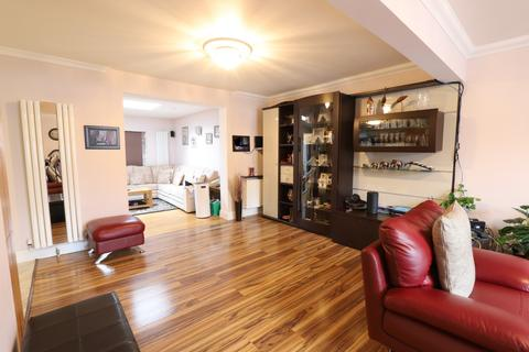 5 bedroom semi-detached house for sale - Queens Road, Hayes, Greater London, UB3
