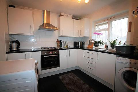 1 bedroom in a house share to rent - Harlington Road West, Feltham, TW14