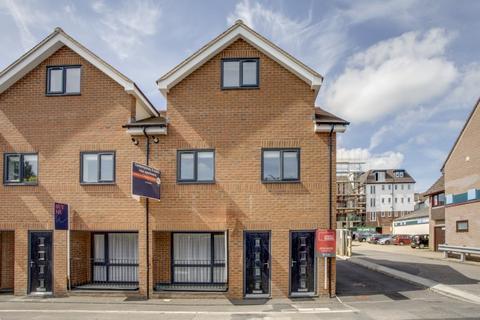 2 bedroom end of terrace house to rent - Oak End Way, Gerrards Cross, Buckinghamshire
