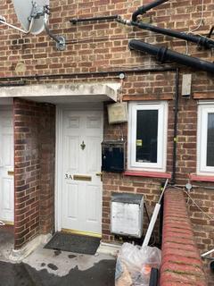 4 bedroom maisonette to rent - Mottingham Road, London