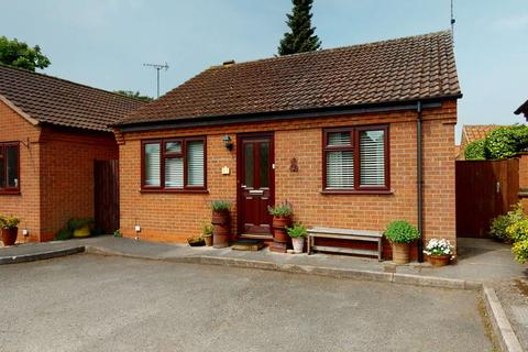 2 bedroom detached bungalow for sale - The Pot Yard, Farnsfield