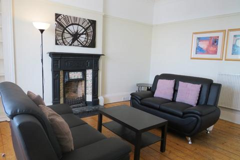 3 bedroom flat to rent - Murray Place, Stirling Town, Stirling, FK8