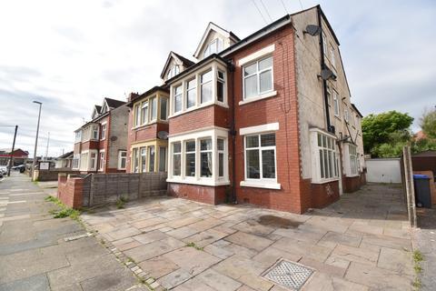 Studio to rent - Luton Road, Thornton-Cleveleys, FY5