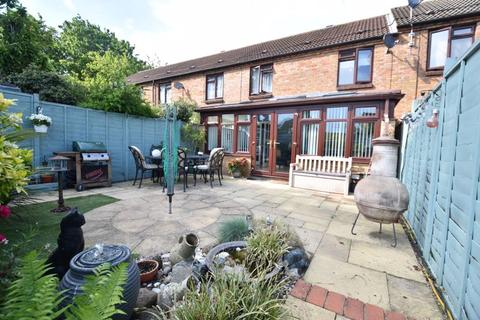 3 bedroom terraced house for sale - Links Way, Luton