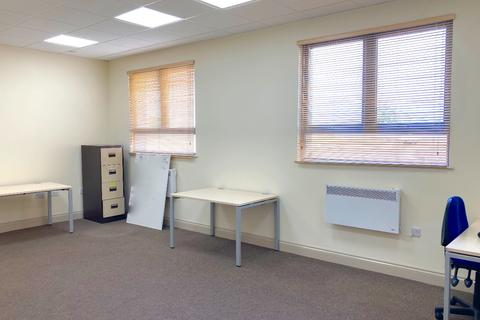 Property to rent - Fowler Road, Hainault
