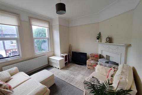 3 bedroom maisonette to rent - Salterford Road, SW17