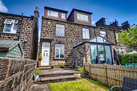 3 bedroom end of terrace house for sale - King Street, Yeadon, Leeds
