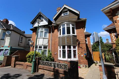 2 bedroom flat for sale - Churchill Road, Bournemouth