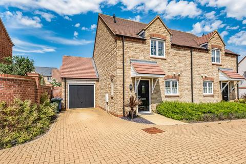 3 bedroom semi-detached house for sale - Kingsmere,  Bicester,  Oxfordshire,  OX26