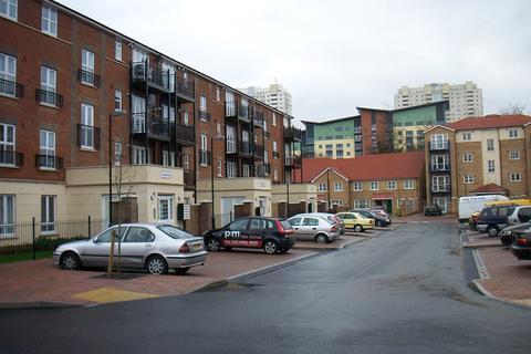 2 bedroom flat to rent - Gareth Drive, Edmonton