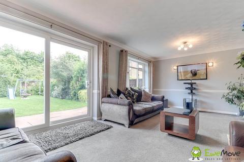4 bedroom semi-detached house for sale - Avebury Avenue, Luton LU2 7DT