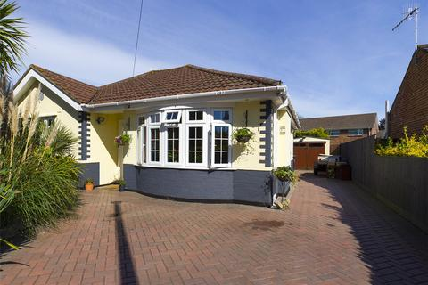 2 bedroom bungalow for sale - Canberra Road, Christchurch, BH23