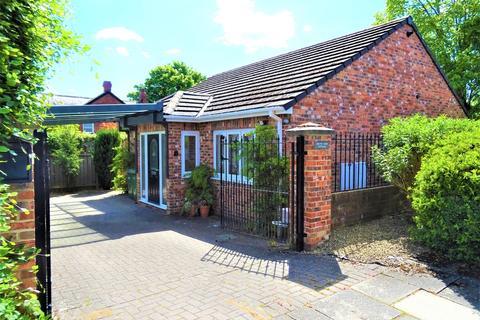 2 bedroom detached bungalow for sale - South Avenue, Whickham