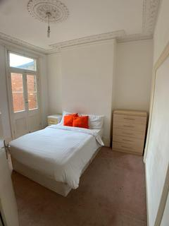 1 bedroom in a house share to rent - Silver Crescent, London, W4 5SE