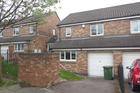 3 bedroom house share to rent - Village Heights, Central, Gateshead, NE8 1PW