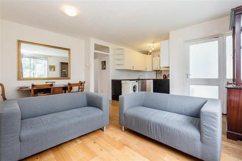 3 bedroom flat for sale - Whitefield Close, SW15