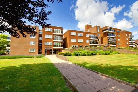 3 bedroom apartment for sale - Grand Avenue, Worthing, BN11