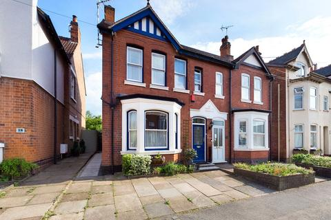 3 bedroom semi-detached house for sale - Mount Road, Hinckley, Leicestershire, LE10