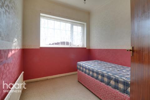 3 bedroom detached bungalow for sale - The Broadway, Sheerness