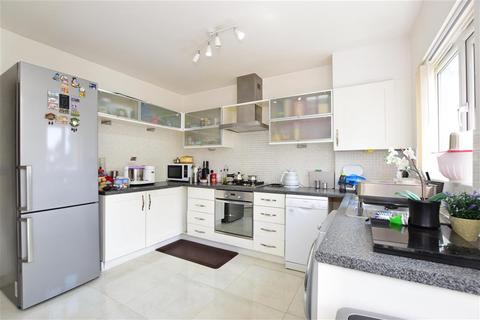 4 bedroom townhouse for sale - Quarles Park Road, Chadwell Heath, Essex