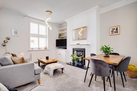 2 bedroom apartment for sale - Esmond Gardens, Bedford Park, W4