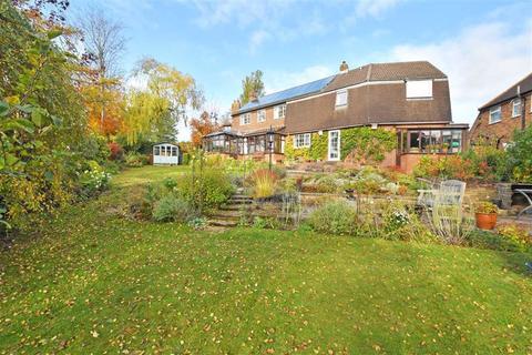 5 bedroom detached house for sale - Lansdowne Close, Leek