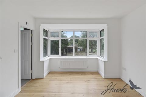 6 bedroom property to rent - Woodside End, Wembley