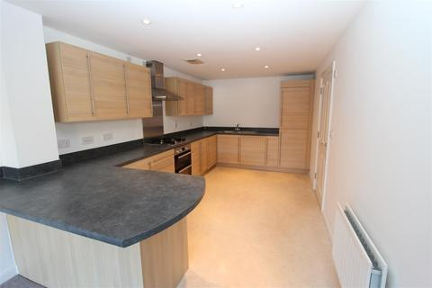 3 bedroom end of terrace house to rent - 10 Leigh RoadSittingbourneKent