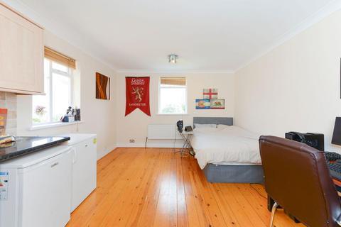 Studio to rent - The Avenue, Ealing, W13