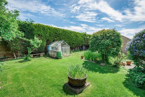 2 bedroom bungalow for sale - Parkland Drive, Tadcaster, LS24 8DW