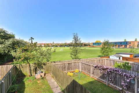 3 bedroom terraced house for sale - Buttermere Close, Hull, HU4