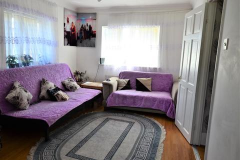 2 bedroom flat to rent - Curzon Avenue, EN3