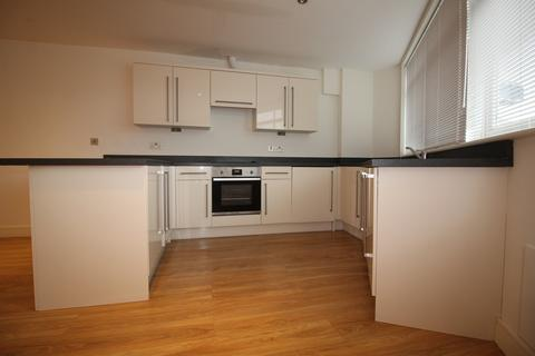2 bedroom flat to rent - Castlebank House, Oak Road, Leatherhead KT22