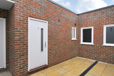 2 bedroom flat to rent - High St, Andover, SP10
