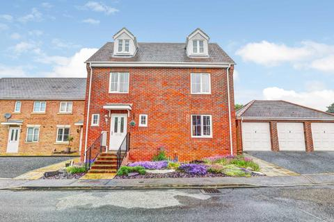 5 bedroom detached house for sale - Whitechurch Close, Stone