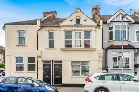 2 bedroom flat for sale - Bramshot Avenue London SE7