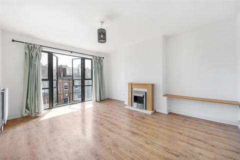 2 bedroom flat for sale - Brynmaer Road, SW11